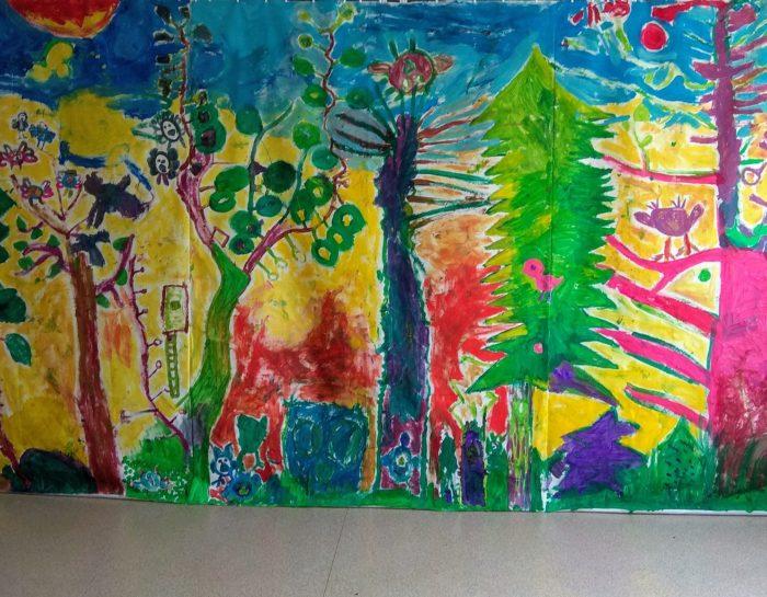 Wspólne malowanie na wielkim materiale – warsztaty kreatywne